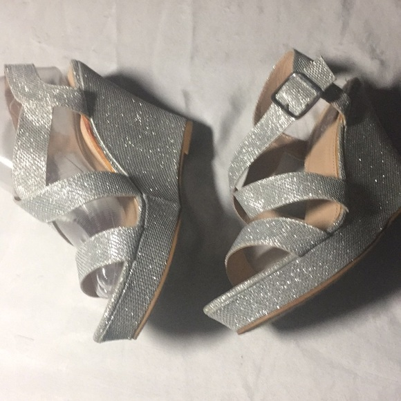 81a3e40d820 SUGAR Women Silver Wedge Dressy Sandals. M 5a7846a03a112e3ab4426d78